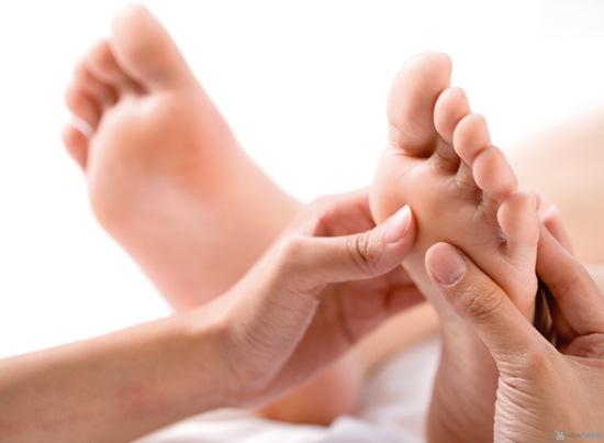 Lưu thông khí huyết với dịch vụ Massage body + foot tại Daisy Spa - 1