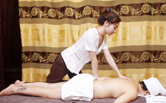 Massage body bấm huyệt hỗ trợ giảm béo tại Evi Spa - 1