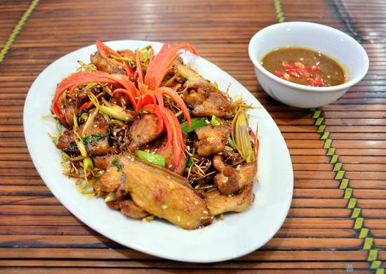 Lẩu gà đồi thơm ngon tại Nhà hàng Nhím No1 - Chỉ 360.000đ - 2