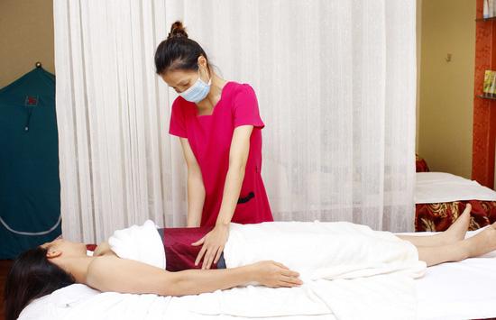Massage đắp mặt nạ giảm mỡ bụng bằng sản phẩm tiêu mỡ của pháp kết hợp bấm huyệt giải độc, tiêu mỡ tại Thanh Tú Spa - 4