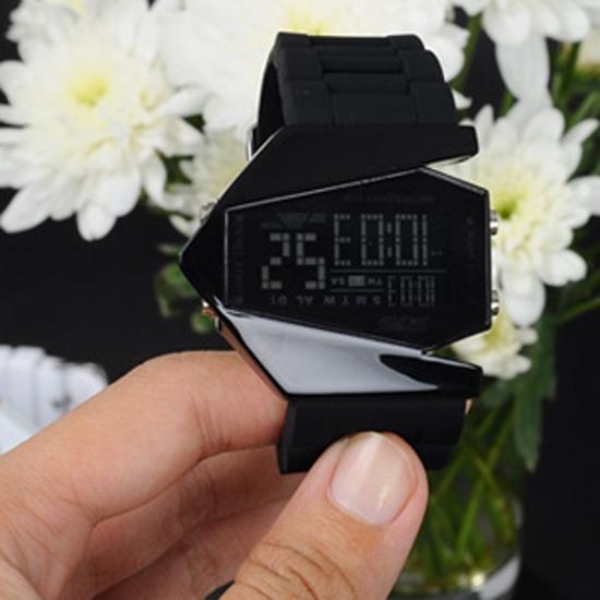 Đồng hồ Led phi thuyền