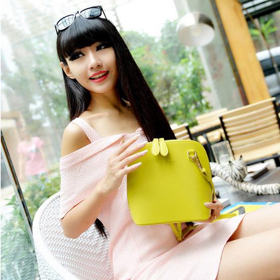 Túi đeo chéo phong cách Hàn Quốc