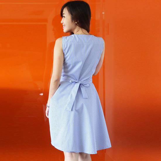 Đầm xòe sọc kèm dây thắt lưng