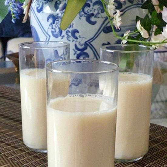 2 bít tết sáng + 2 ly sữa đậu nành