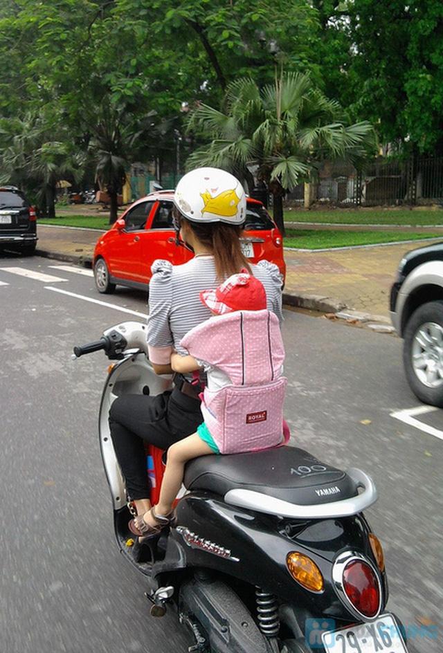 Đai xe máy Royal (loại có đỡ cổ) - Tiện dụng và an toàn cho bé yêu của bạn - Chỉ với 65.000đ - 1