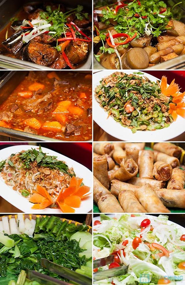 Buffet Gánh dành cho buổi trưa tại Khách sạn Bông Sen Quận 1 với hơn 40 món ăn đặc sắc 3 miền - Chỉ 319.000đ/ 1 người - 3
