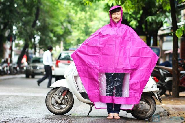 Không lo bị ướt với combo 2  áo mưa cánh dơi - 1