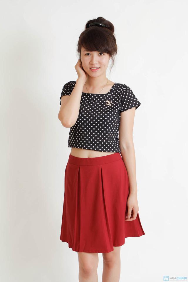 Combo áo croptop và chân váy đen - 4