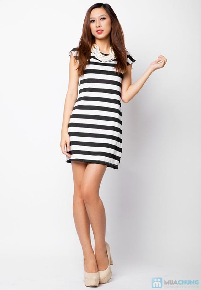 Đầm suông sọc ngang trắng đen cá tính - 12