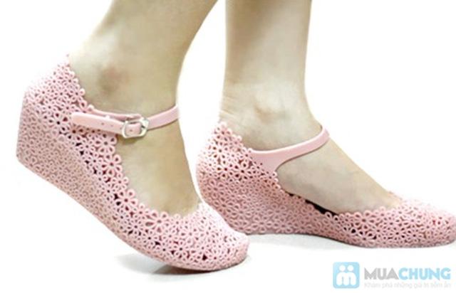 Trẻ trung, xinh xắn với những kiểu giày nhựa  - Chỉ 70.000đ/01 đôi - 5