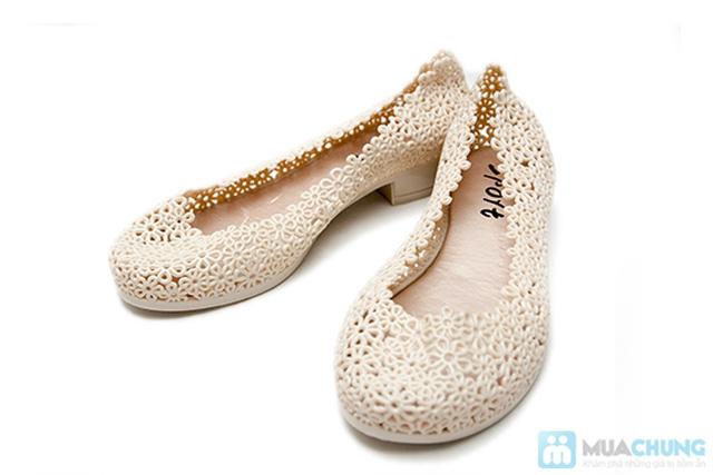 Trẻ trung, xinh xắn với những kiểu giày nhựa  - Chỉ 70.000đ/01 đôi - 3