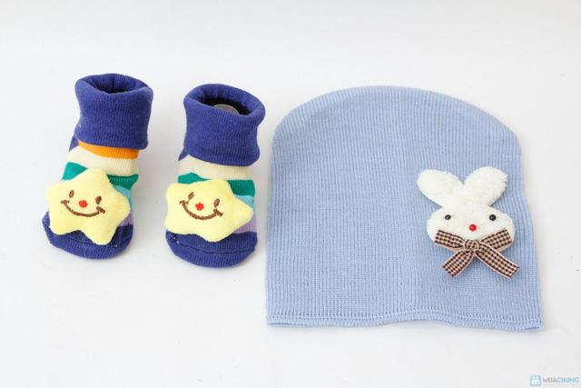 Combo tất 3D + mũ len - 1