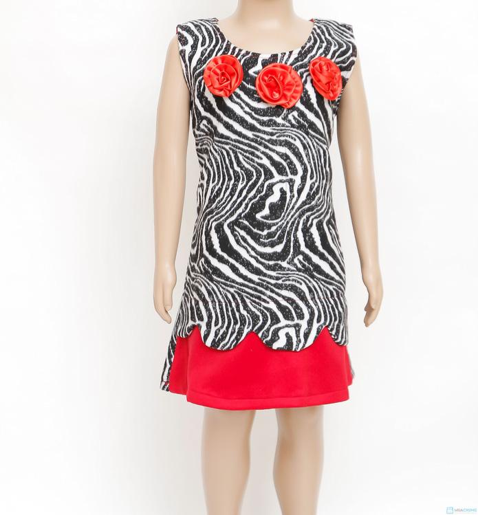 Váy dạ vằn đen trắng phối màu đỏ Kitty kids - 7