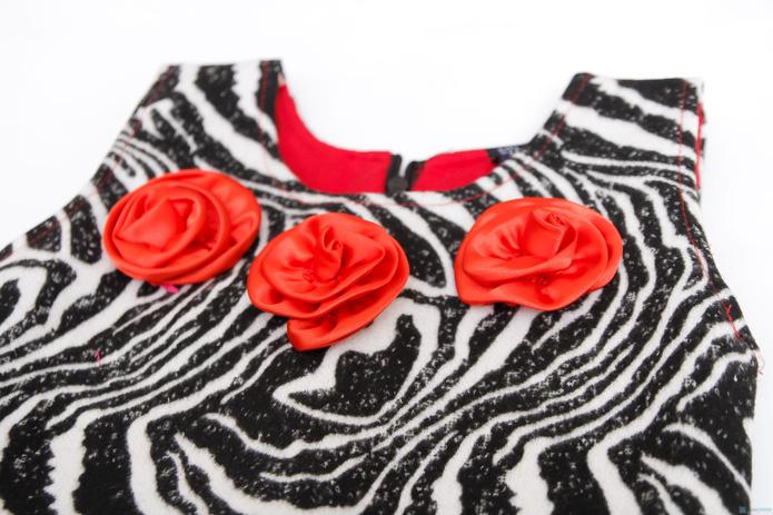 Váy dạ vằn đen trắng phối màu đỏ Kitty kids - 2