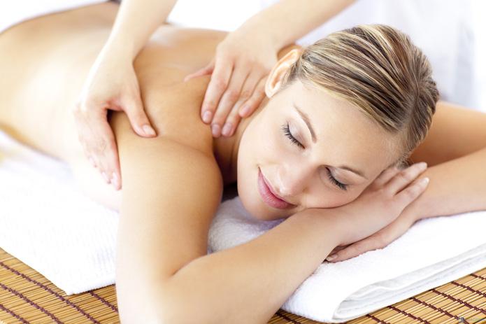 Massage body bằng tinh dầu đá nóng tại Spa Bông Bông - 1