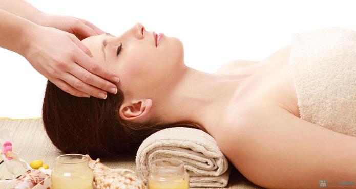 Massage chống lão hóa, xóa nhăn bằng tinh chất vàng và đắp mặt nạ vàng tại Mi's Beauty Salon - 2