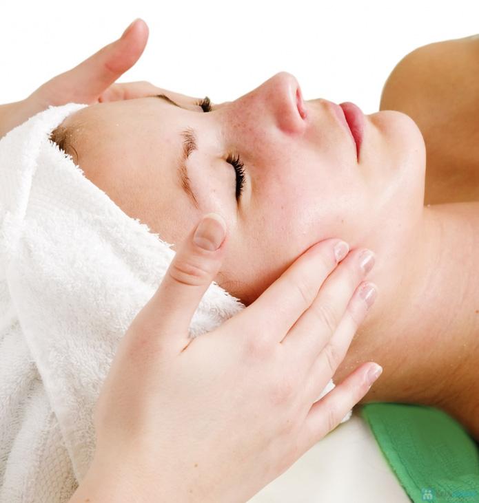 Massage chống lão hóa, xóa nhăn bằng tinh chất vàng và đắp mặt nạ vàng tại Mi's Beauty Salon - 3