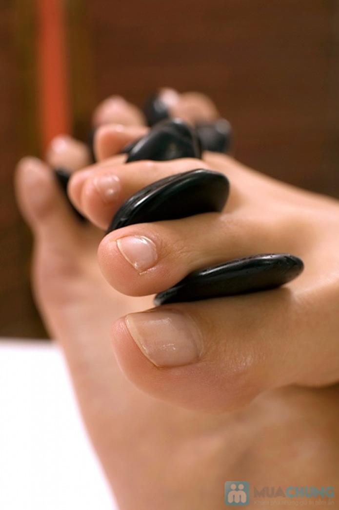 Massage chân chườm ngải cứu đá nóng tại Royal Spa - 1