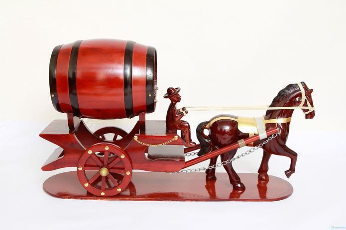 Đ�n Tết với Ngựa k�o th�ng đựng rượu vang - 1