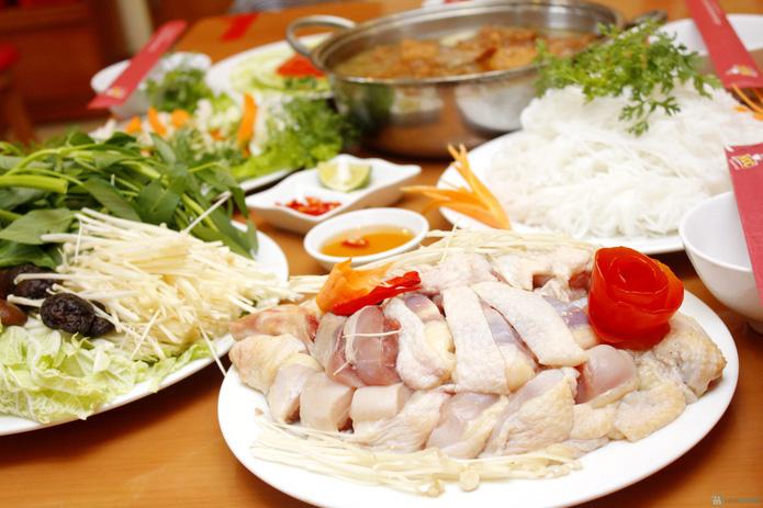 Set lẩu gà nấm kèm nộm, salat cho 4N - 2