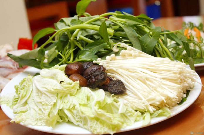 Set lẩu gà nấm kèm nộm, salat cho 4N - 6