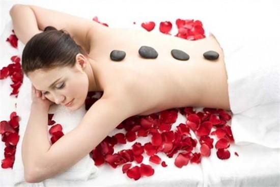 90 phút Massage đá nóng, giảm tải mệt mỏi, tốt cho sức khỏe tại Hoàng Cung Spa Q1 chỉ với 155.000đ