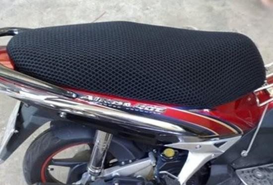 Vỏ bọc yên xe máy đa năng, độc đáo với lưới thông gió đa chiều, cách nhiệt, ngăn ẩm, đàn hồi tốt chỉ với 110.000đ