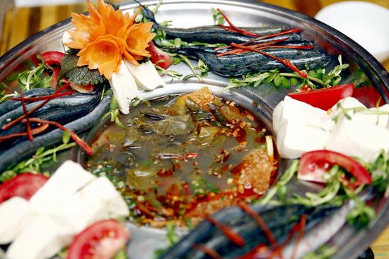 Món ngon Cà Màu: Lẩu Cá kèo.
