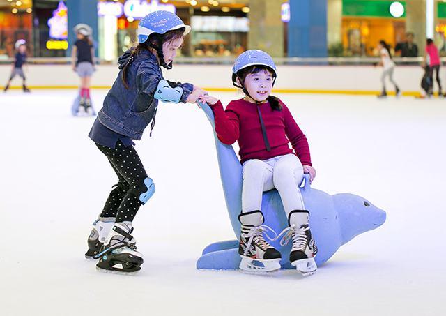 Vé trượt băng người lớn tại sân trượt Vincom - 17