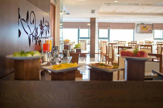 White Sand Boutique Hotel 3,5 * Đà Nẵng -  3 phút đi bộ tới biển Mỹ Khê + có hồ bơi  - 3