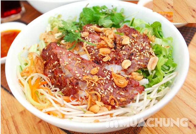 Chỉ 99.000đ thưởng thức ngay bún thịt quay và chả tôm đặc sắc, siêu ngon siêu rẻ duy nhất tại Muachung! Click Mua ngay! - 1