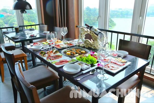 Thỏa thích ăn Buffet cao cấp ngắm Hồ Gươm - 1
