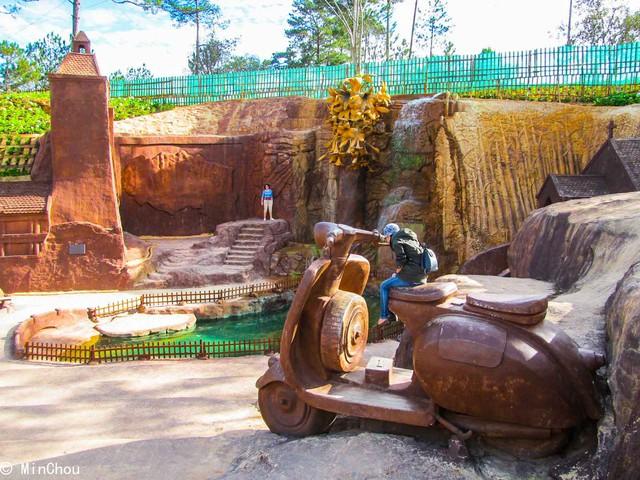 Làng Đất Sét - Chùa Linh Phước - Cà phê Chồn - Ga Đà Lạt 1 Ngày - 16