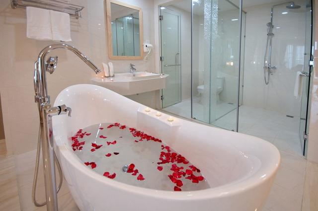 Monica Hotel Nha Trang 4 * - 3 phút tản bộ đến biển + phòng Deluxe seaview - 52