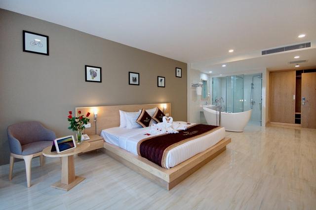 Monica Hotel Nha Trang 4 * - 3 phút tản bộ đến biển + phòng Deluxe seaview - 49
