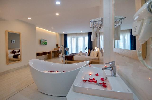 Monica Hotel Nha Trang 4 * - 3 phút tản bộ đến biển + phòng Deluxe seaview - 47