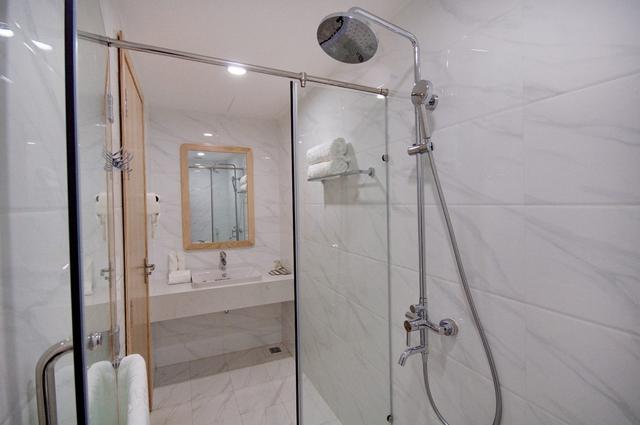 Monica Hotel Nha Trang 4 * - 3 phút tản bộ đến biển + phòng Deluxe seaview - 45