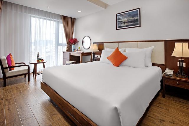 White Sand Boutique Hotel 3,5* Đà Nẵng- 5 phút đi bộ tới biển + có hồ bơi - 7