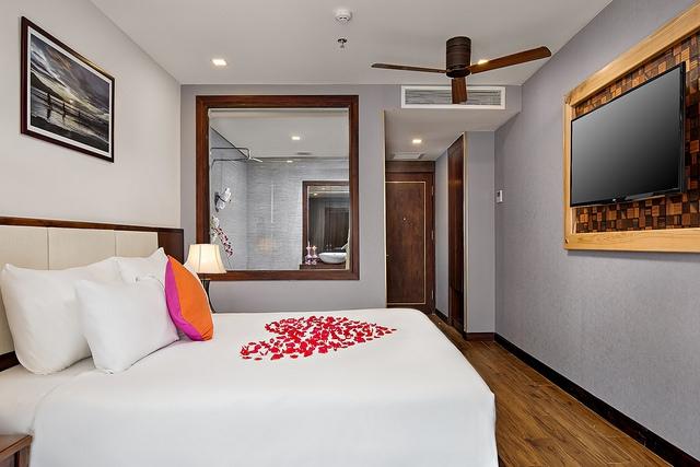 White Sand Boutique Hotel 3,5* Đà Nẵng- 5 phút đi bộ tới biển + có hồ bơi - 8