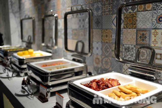Buffet trưa nhiều món ngon, đặc sản dân tộc tại Khách sạn La Belle Vie - 12