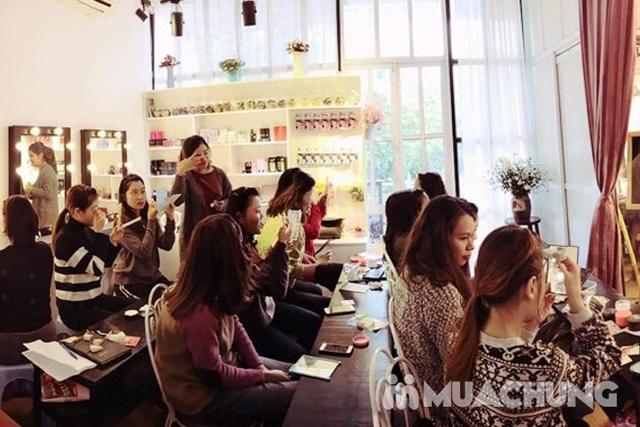 Khoá học Makeup cá nhân kết hợp Stylist định hình phong cách của Flou.Studio - 12