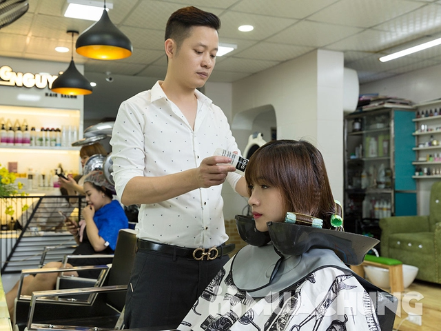 Trọn gói Cắt + Gội + Uốn/Ép/Nhuộm/Phủ bóng + Sấy tạo kiểu tại Long Nguyễn Hair Salon - 4
