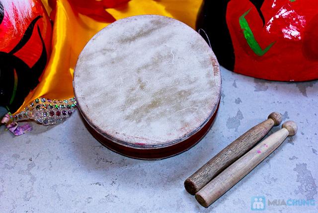 Bộ sản phẩm bao gồm: Đầu lân có gắn đuôi, trống và dùi, mặt nạ ông địa và quạt - Chỉ với 125.000đ