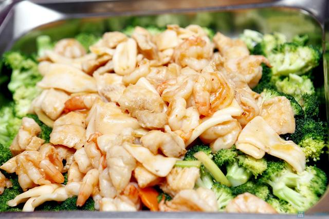 Buffet với các món ăn Hà Nội truyền thống tại Nhà hàng Thủy Tinh Cung - Khách sạn Bảo Sơn. Chỉ với 159.000đ - 3