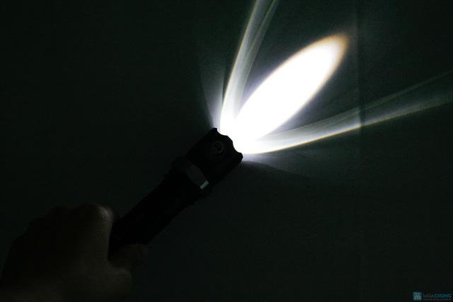 Đèn pin sạc siêu sáng - 8