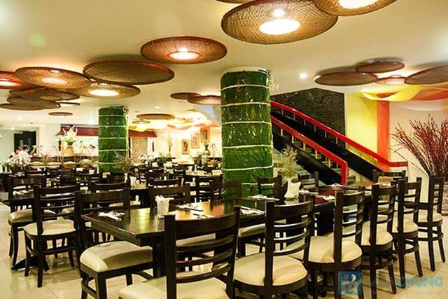 Buffet Gánh dành cho buổi trưa tại Khách sạn Bông Sen Quận 1 với hơn 40 món ăn đặc sắc 3 miền - Chỉ 319.000đ/ 1 người - 18