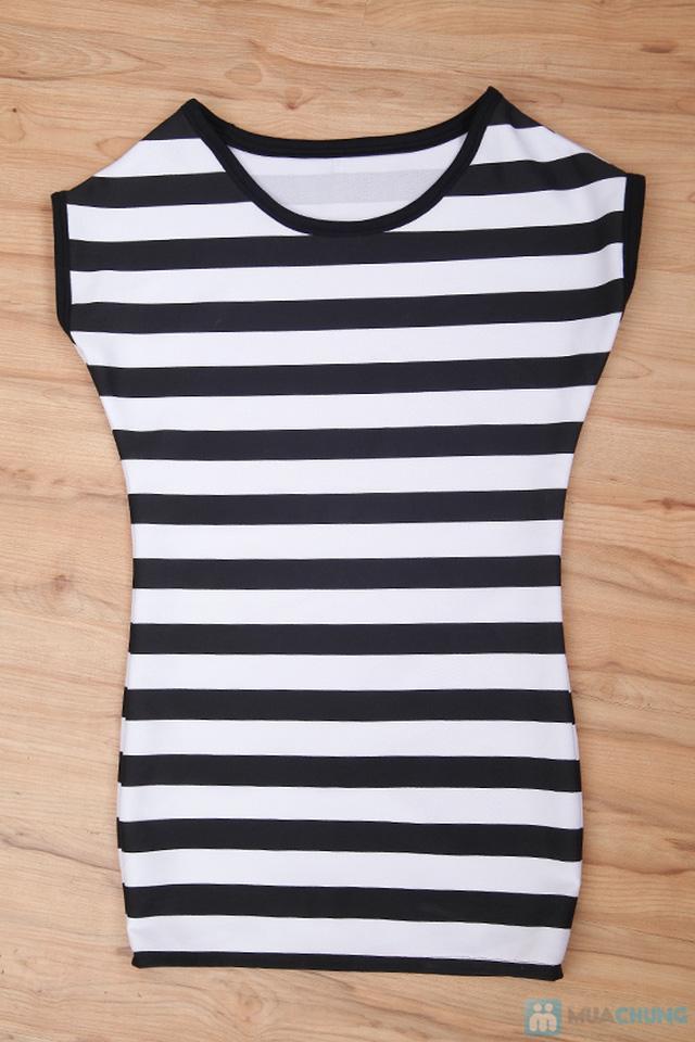 Đầm suông sọc ngang trắng đen cá tính - 7