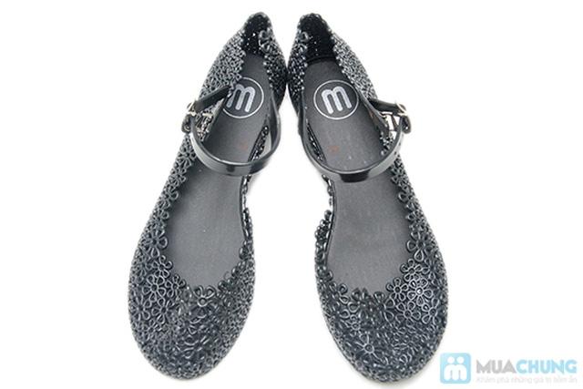 Trẻ trung, xinh xắn với những kiểu giày nhựa  - Chỉ 70.000đ/01 đôi - 2