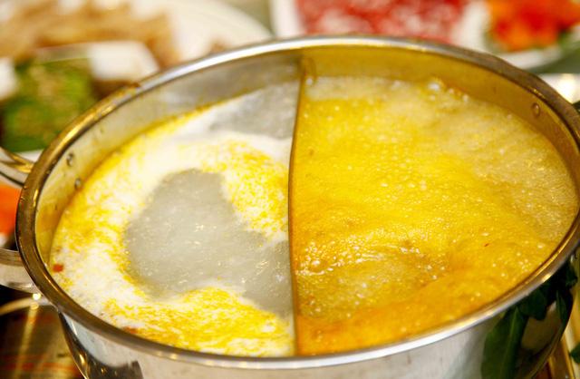 Set Lẩu bò kèm món nguội Trung Hoa 6 loại nước lẩu dành cho 4 người - 11