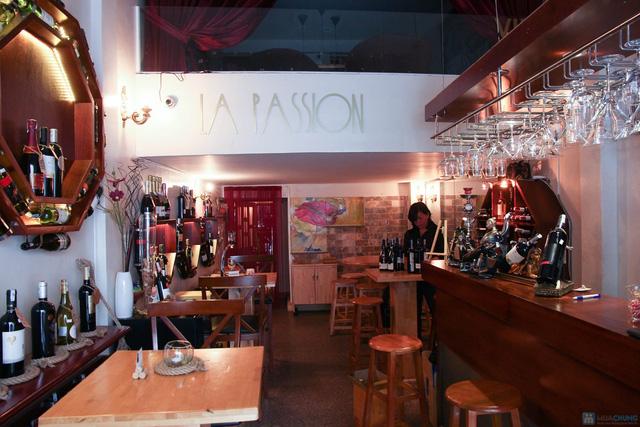 Hào sữa + Bò thanh chấm wasabi + Rượu vang trắng cho 2 người tại La Passion Wine Bar - 4